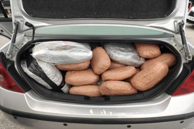 Ασπροκκλήσι: Είχαν το αυτοκίνητο γεμάτο ναρκωτικά – Δείτε φωτογραφίες