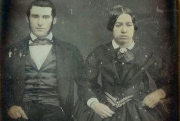 Ο παράξενος λόγος που δεν χαμογελούσαν στις παλιές ασπρόμαυρες φωτογραφίες