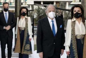 Η ηπειρωτική ενδυμασία που φόρεσε η Γιάννα Αγγελοπούλου στην Εθνική Πινακοθήκη