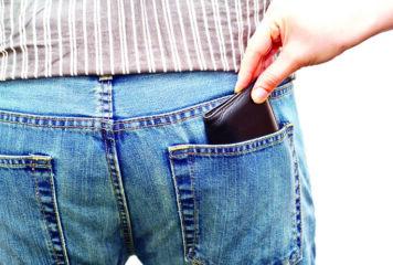 Άρτα: Γυναίκα άρπαξε… ταχυδακτυλουργικά από τσέπη 1.000 ευρώ