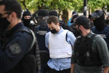 Στο ίδιο κελί με κρατούμενο που συνελήφθη στα Γιάννενα ο Μπάμπης Αναγνωστόπουλος